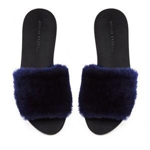 Like new! Loeffler Randall Isabel fur slide blue 9